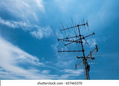 TV antenna with sky floor