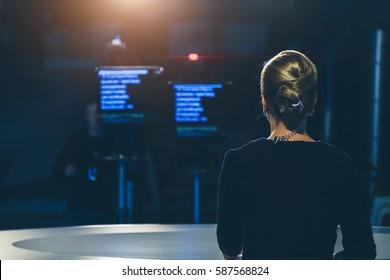 Fernsehmoderatorin für Live-Streaming-Video