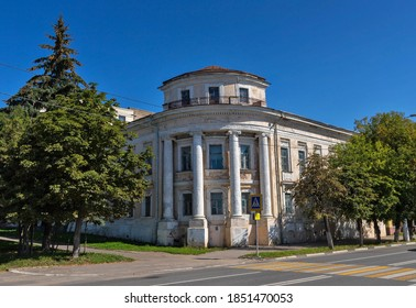 Tver. Historical building of the barracks of the 8th Grenadier Moscow regiment. The cavalry barracks. Late 18th century. Summer day