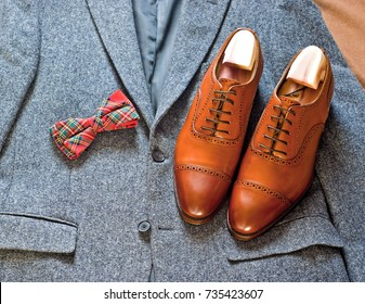 Tweed jacket, oxford shoes and red bow tie