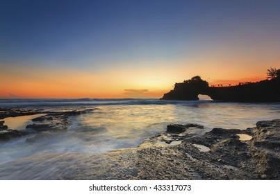 Twilight at Pura Batu Bolong, Tanah Lot, Bali, Indonesia.