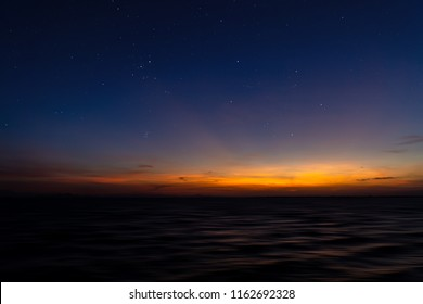 Doppelter Himmel am See mit Stern.