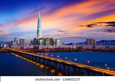 Twilight sunset at Han river, Seoul city skyline South Korea