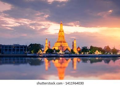 Twilight view of Wat Arun Ratchawararam temple. Beautiful sunset at Chao Phraya river, landmark thailand tourist spot, Bangkok, Thailand