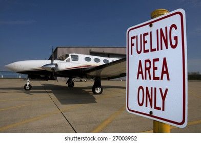 Twin engine airplane re-fueling
