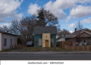 TWIN FALLS, IDAHO, USA - 19 FEBRUARY 2018 : a rundown abandoned  house in a residential area