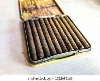 twist rolled cigarettes in cigarette case