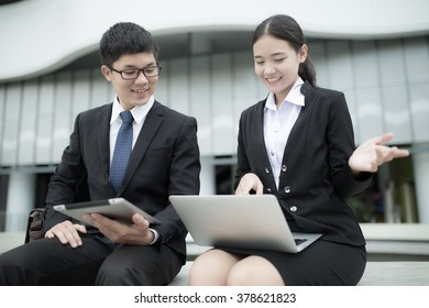 Two business colleagues in discussion