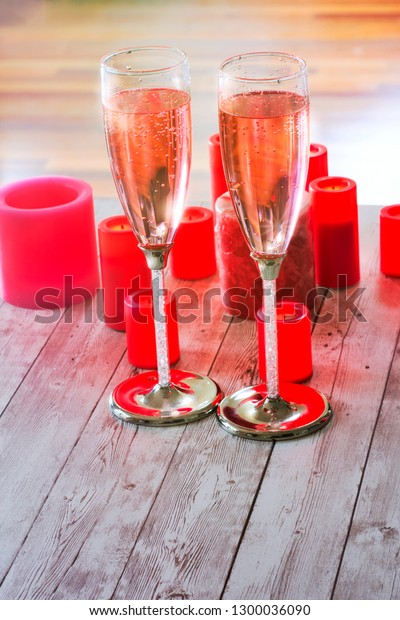 two-champagne-flutes-filled-pink-600w-13
