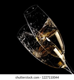 Two champagne glasses with bubbles, close up