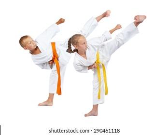 Two children in karategi beats Yoko geri
