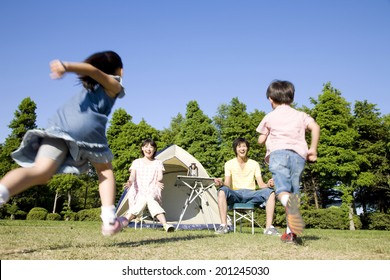 Two children running up to the parents