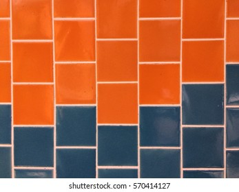 Two colors tiles pattern