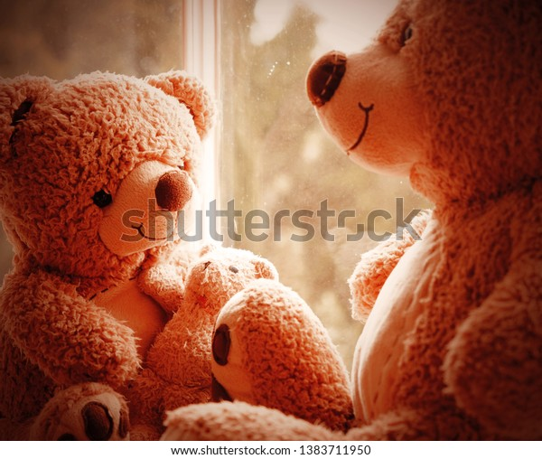 two-cute-adorable-teddy-bears-600w-13837