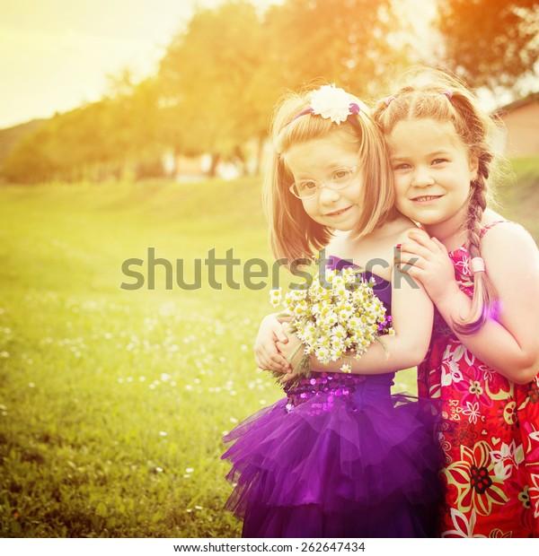 Two Cute Blonde&two Cute Girls