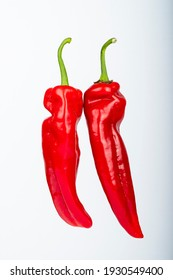 Two delicious red pointed peppers, a delicious snack. For the vegetarian kitchen, enjoy.