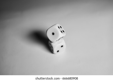 Two dices piled (centered)