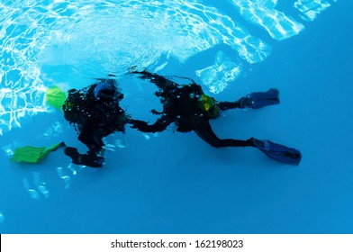 Two divers are trained in the pool