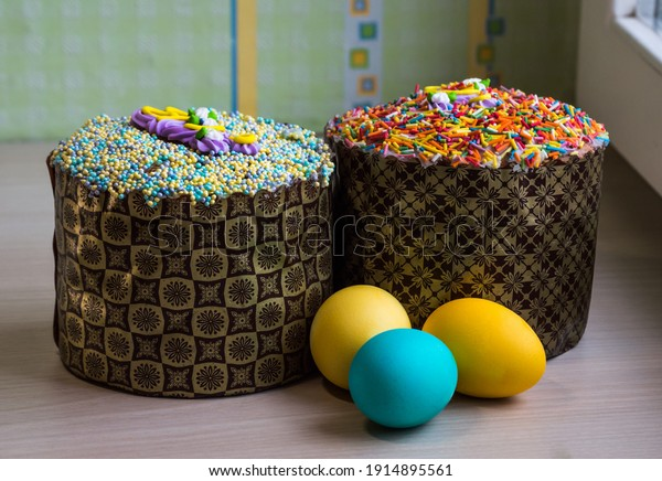 two-easter-cakes-colored-topping-600w-19