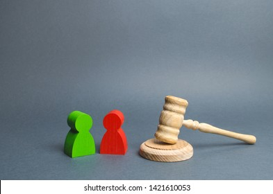 Two figures of people opponents stand near the judge's gavel. Conflict resolution in court, claimant and respondent. Court case, resolution and disputes settling disputes. The judicial system.