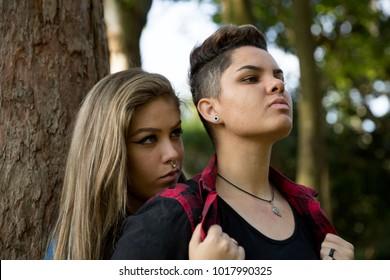 lesbienne couple séduit adolescent