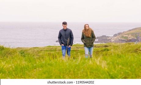 Two friends on an excursion tour through Ireland