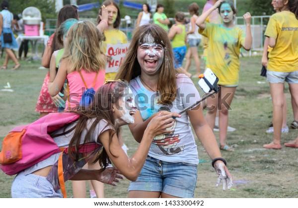 two-girls-faces-paint-laugh-600w-1433300