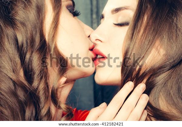 Sexy Lesbians Tongue Kissing