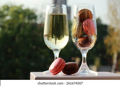 Two glasses of French macarons and white wine/Two glasses of French macarons and white wine
