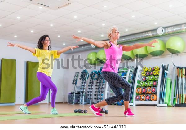 Schritt Aerobic, um Gewicht zu verlieren