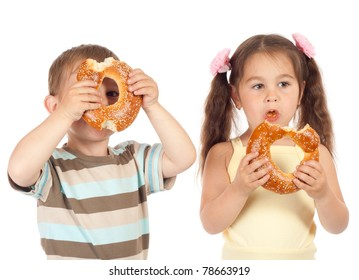 Two little children eating bagels