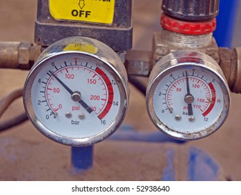 Two manometers on the mobile air compressor