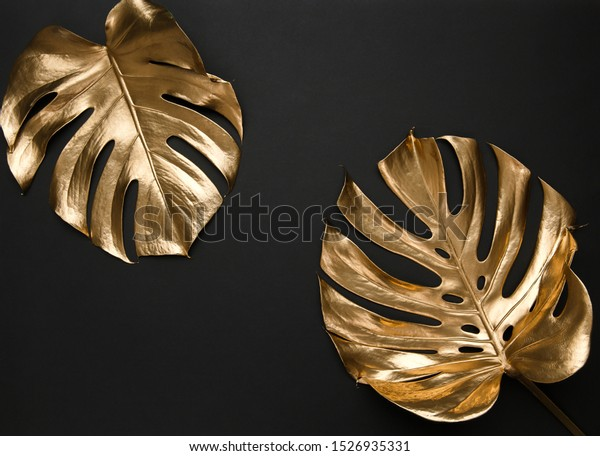 two-monstera-leaves-painted-gold-600w-15
