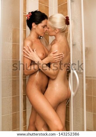 Nude wemon in the shower