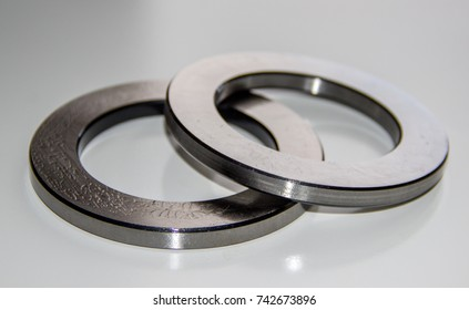 Two outer rings for a thrust roller bearing greased in bearing lubricant with selective focus
