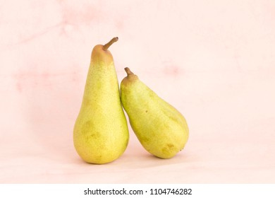 two pears in love