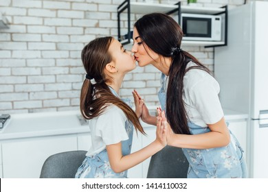 Twin sisters making out