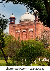 Two red sandstone buildings surround the Taj Mahal in Agra, Indi