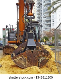 Two shell grapple.A  grapple is a hydraulically powered claw with two or more opposing levers that pinch a log or other materials, usually to lift or drag them