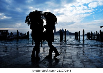 two silhouettes in Venice