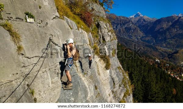 two-sportsman-mountain-climbing-new-600w