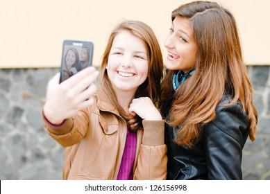 Selfshot teen girls kissing — photo 2