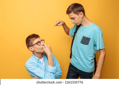 Two teenage friends, one guy humiliates the other, popular humiliates the unpopular