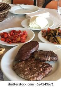 Two types meatballs ( sat?r et, ka?arl? köfte ) and Turkish sausage ( sucuk )