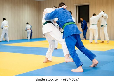 Two unrecognizable judokas fighting