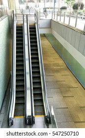 two ways and single lane escalator in JAPAN.