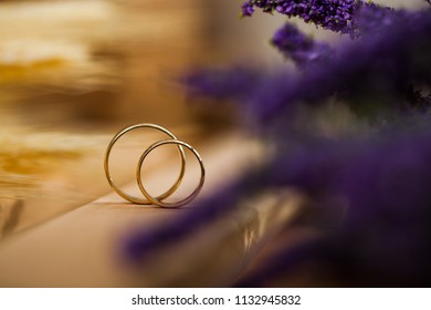 Two wedding rings with matt and glossy gold