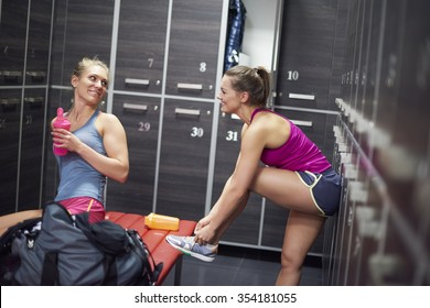 Two women preparing for the training at the gym