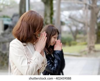 Two women who pray