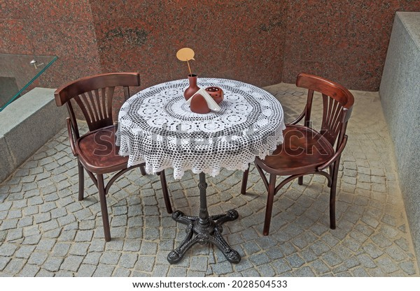 two-wooden-chairs-round-table-600w-20285